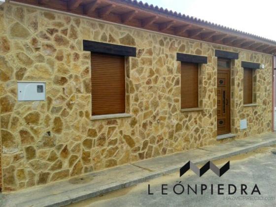 Revestimiento de piedra de fachada de vivienda valverde de la virgen leon - Fachada de piedra ...