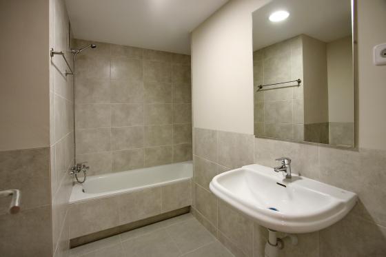 Reforma integral de vivienda de 100 m2 barcelona for Precio m2 alicatado bano