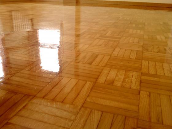 Reparaci n de suelos en vivienda langreo asturias - Barniz para parquet ...