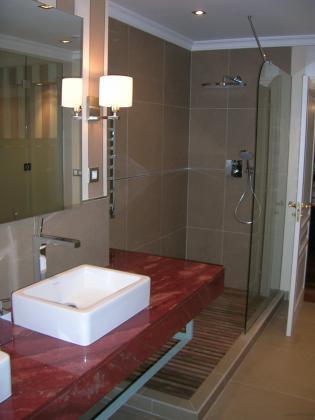 Reforma integral de vivienda en el municipio de getxo - Tarima plato ducha ...