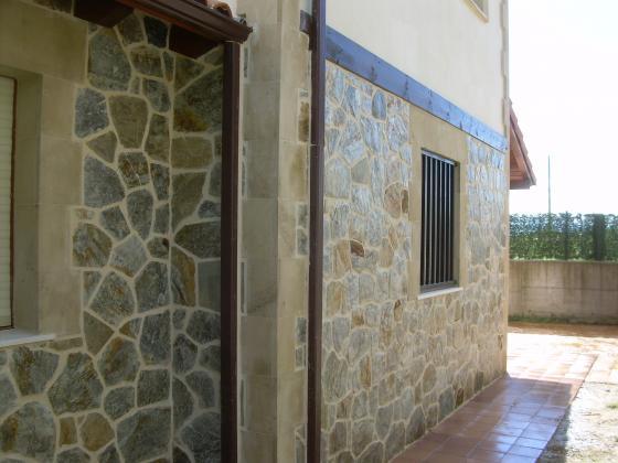 Enlosado de piedra san felices de buelna cantabria - Colocar piedra natural ...