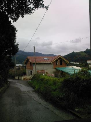 Cubierta de madera en vivienda unifamiliar muskiz for Tejados de madera en cantabria