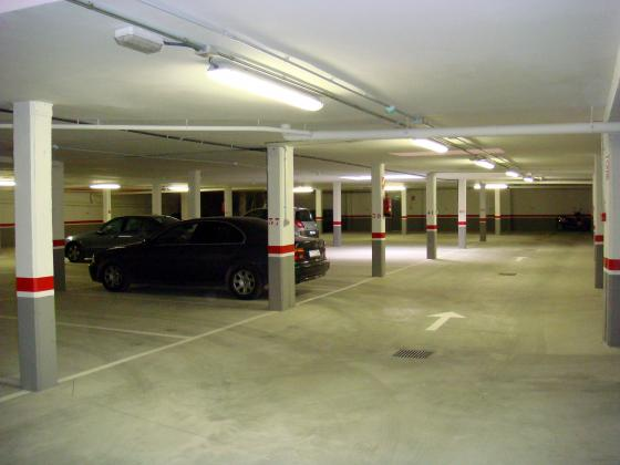 Mantenimiento de limpieza de comunidades de propietarios - Suelo de garaje ...
