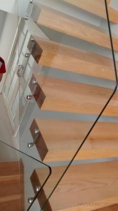 barandilla de vidrio de mm templado en escalera interior de vivienda unifamiliar con sistema de
