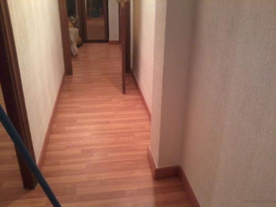 Reforma en vivienda alisado pintura suelos laminado for Papel pintado suelo