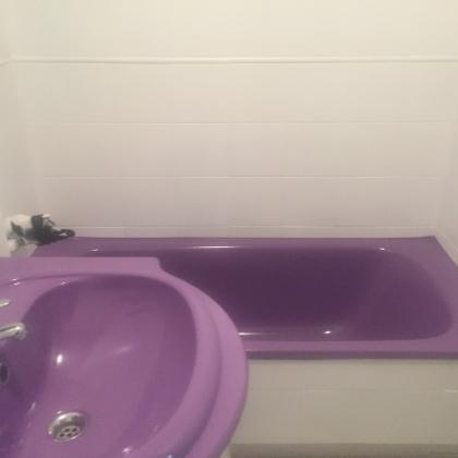 Realizamos esmaltado en superficies no porosas. http://arreglarbañeras.com/servicios/ El esmaltado de azulejos es una opción económica y duradera para cambiar el aspecto del cuarto de baño y actualizarlo.  Al igual que con el esmaltado de la bañera, las técnicas aerográficas utilizadas aseguran un acabado perfecto y una durabilidad probada.