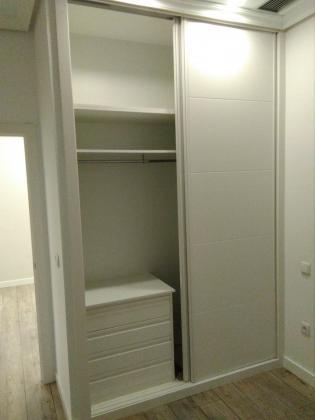 Interior armario empotrado.