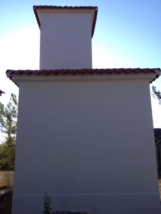 Reforma de paredes en interior y exterior de edificio con problemas de humedades y salitre en Cordoba.