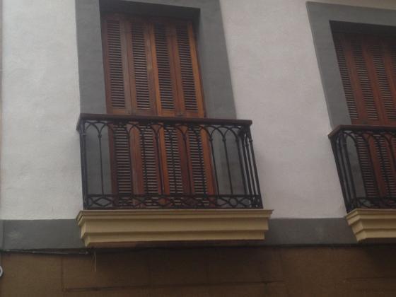 reconstruccion total del balcon, molduras etc.