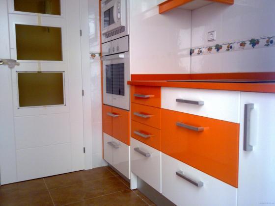 Amueblar cocina 6 m2 muebles altos y bajos formica alto for Muebles altos de cocina