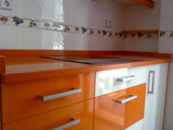 Amueblar cocina 6 m2 muebles altos y bajos formica alto for Modelos de muebles de cocina altos y bajos