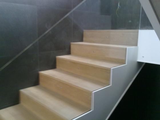 Revestimiento de madera dos hermanas sevilla - Revestimiento para escaleras ...