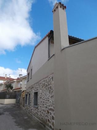 Vista fachada oeste con revoco a la cal