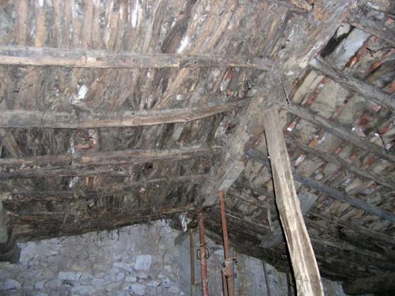 Rehabilitaci n completa de casa rural colindres for Reparar tejados de madera