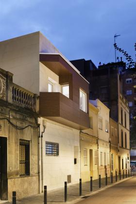 Rehabilitaci n de vivienda unifamiliar entre medianeras en - Fachadas viviendas unifamiliares ...