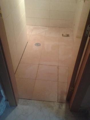 Aseo bajo el hueco de escalera estepona malaga for Aseo bajo escalera