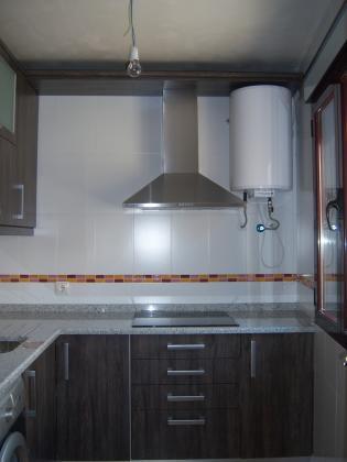 Formica wenge combinada con electrodomesticos inox - Muebles de cocina inox ...