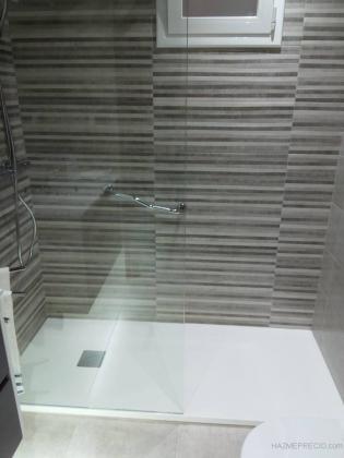 Cambio de bañera por plato de ducha, con fijo de 90 cm, dando mayor accesibilidad a la zona de ducha