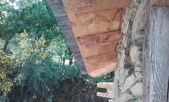 Montamos un alero de 35cm en todo rel perímetro para protejer las paredes.