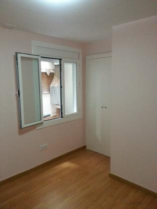 habitacion finalizada,con armario de dos puertas como vestidor,parket ac4 y ventana aluminio blanco