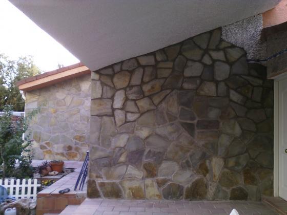 Revestimiento de fachada paredes con piedras naturales for Tipos de piedras para paredes exteriores