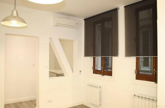 Se instaló aire acondicionado y calefacción de Gas Natural en toda la vivienda.  Se restauraron las ventanas y se cambiaron los cristales para conseguir una mayor eficiencia energética