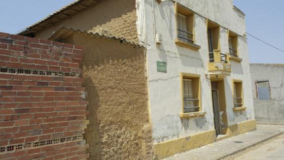 Reforma de casa de pueblo le n for Zocalo fachada exterior