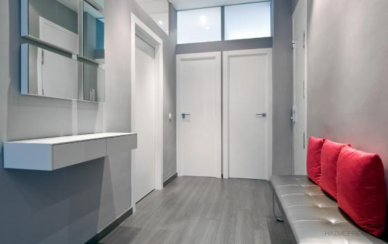 Fusteria les portelles todo en decoraci n s l 46130 for Suelo gris y puertas blancas