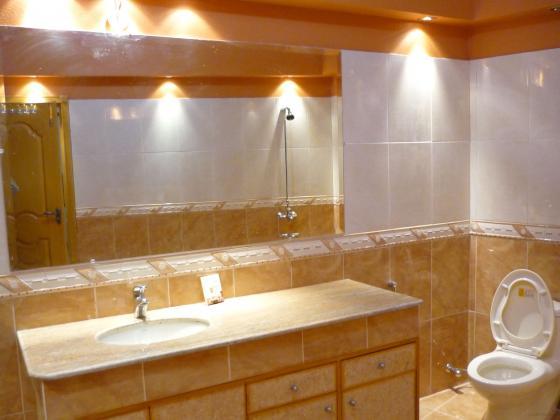 stockvault bathroom108785