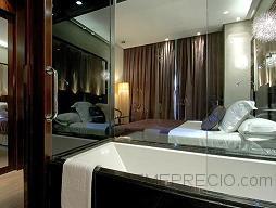 Reparación de fugas de agua y colocación de parquet en cinco habitaciones en el hotel vincci, en valencia.