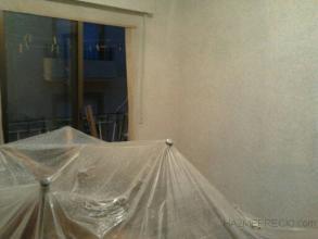 se procedio a poner los muebles en el cenro del habitacion y se cubrieron integramente con plastico