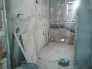 desescombro, preparación de los paredes ejecución, de rosas para electricidad y fontaneria
