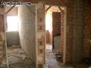 replanteo de las habitaciones y montaje de precercos para la colocacion de las puertas.