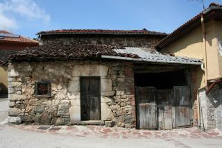 Vivienda en estado de abandono, a partir de este estado se procedio a la demolicion del inmueble, con recuperación de la piedra para posterior reaprovechamiento.