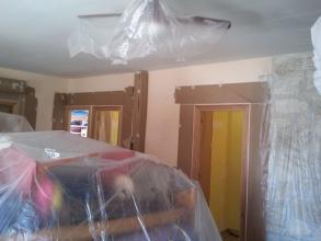 """Preparacion salon para realizacion de mural de escayola y pintura decorativa """"brisa"""""""