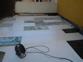 Cubiertas XPS en extursionado encima de la lámina de PVC para despues segudo capa de geotextil y replanteo del árido.
