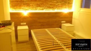 instalcion de parquet marca QUICK STEP modelo LARGO y moqueta Trabajo realizado en habitaciones de hotel parquet de color roble con zocalos blancos