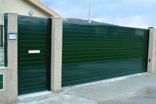 Puerta corredera automatica de 4500x2000, y puerta de paso de 1000x2000. Instaladas