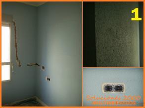 IMAGEN 1 Izquierda: Estado original de la pared,regata para motor de persiana y pulsadores en el cabezal de la cama. Derecha superior: Ejemplo del grano de gotele original de la pared. Derecha inferior: Ejemplo de mecanismos electricos desmontados,evitandolos de golpes o arañazos.