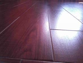 Terminación de piezas en imitación a madera.
