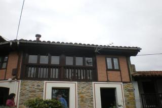 Vista del estado actual de la vivienda antes de la sustitución de la cubierta. Fachada principal de la vivienda.
