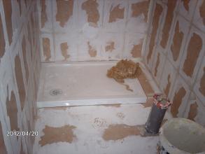 Rejunteo azulejos y suelo despues del alicatado y solado.