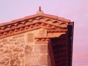 Arreglo de tejado y fachado y adorno ornamentales en ladrillo y teja