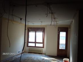En esta foto se ve las rozas hechas y tapadas ,el siguente paso enlucir (alisar ) techo.