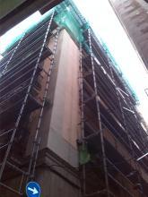 Montaje de andamios para realizar los trabajos en cornisa