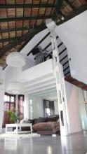 Rehabilitación completa, realización de planta alta,con estructura metálica, recuperación de antiguas vigas de techo, formación de escalera de madera,paredes lisas y suelo vinílico.