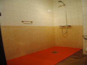 Cambio de bañera por plato de ducha ,enchapado de pared con azulejo a color , griferia termostatica , mampara de tres hojas correderas cromadas de 1,85 de largo.
