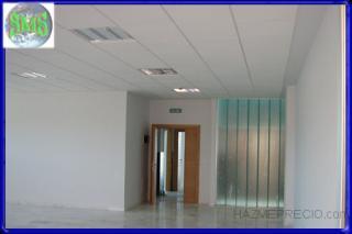 Oficinas con techo registrable de Armstrong y tabiques de yeso laminado de Pladur