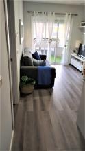 Suministro y colocación de suelo laminado en toda la vivienda.