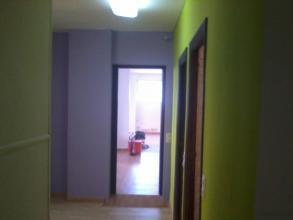 Se realizo el alisado de paredes mediante emplastecido-cubrimiento de gota. Se procedio al pintado en colores--verde lima y morado tono medio.
